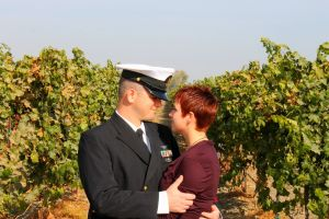 Stephanie_&_hubby_in_front_of_vineyard